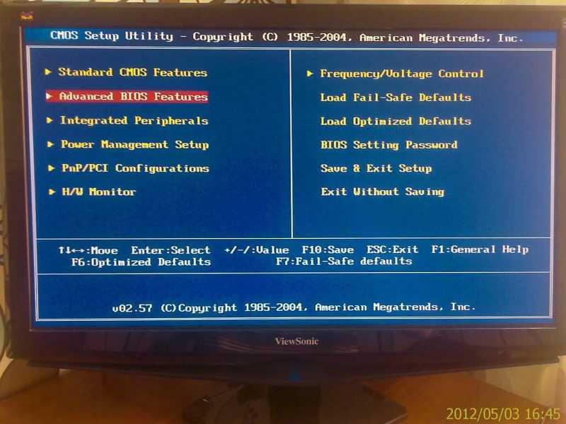 Advanced  BIOS Features пункт настройки загрузки с флешки или диска