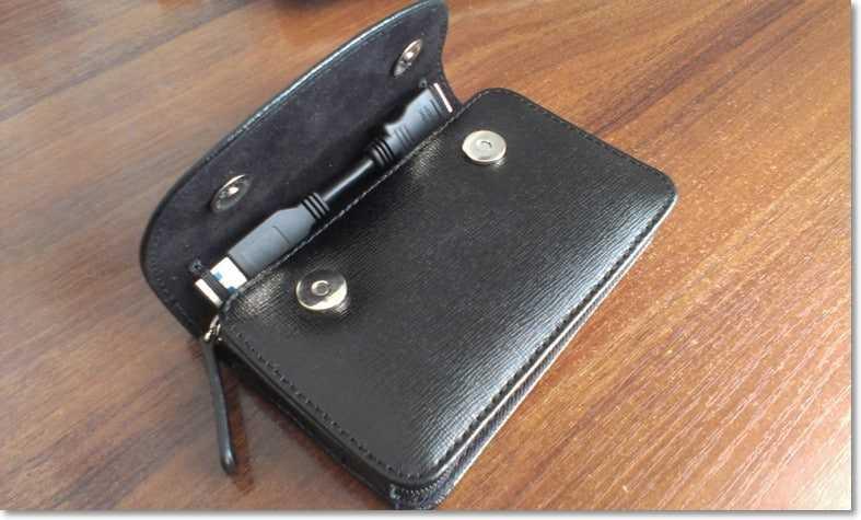 Жесткий диск вставлен и зафиксирован в кармане