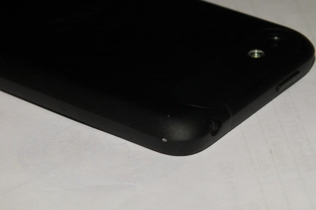 HTC One V царапины