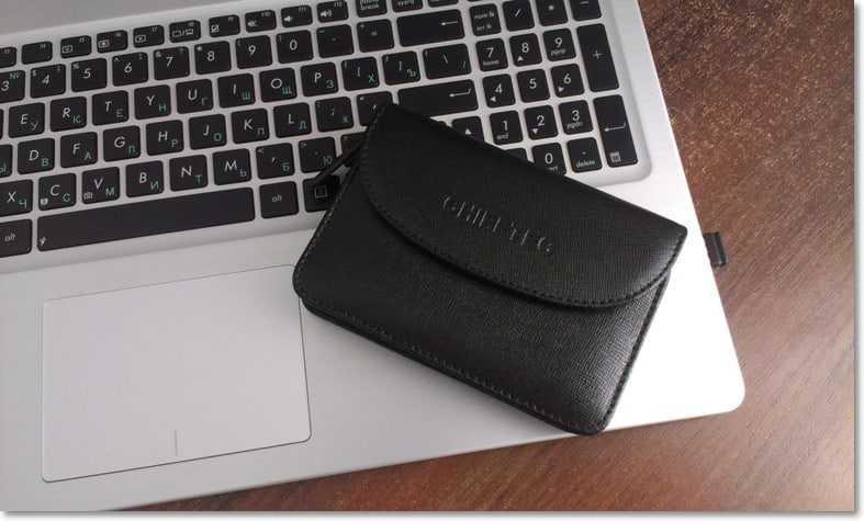 Сравнение размера кармана с ноутбуком