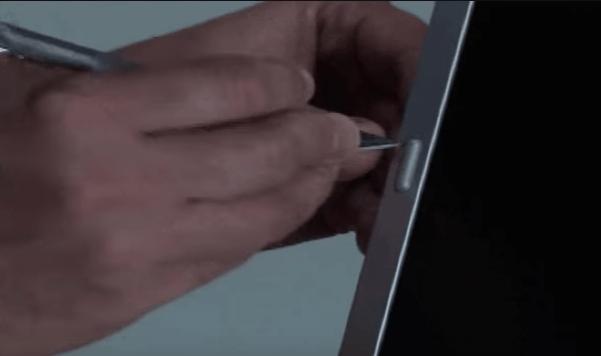 Резинки на рамке экрана.