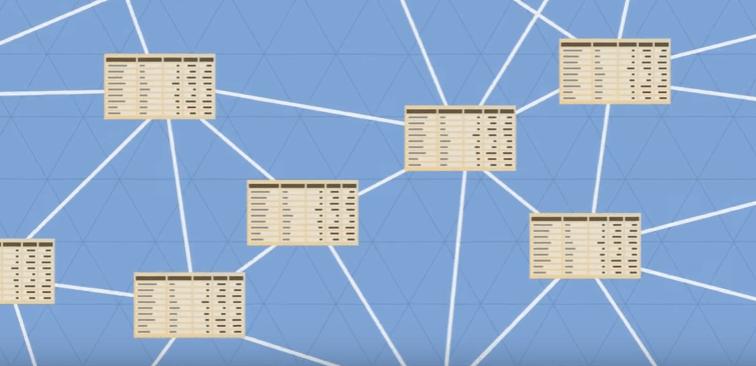 Блокчейн - это общая база данных.