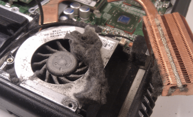 Пыль внутри ноутбука.