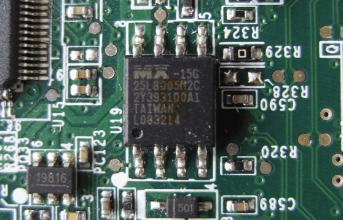 Флеш-память BIOS.